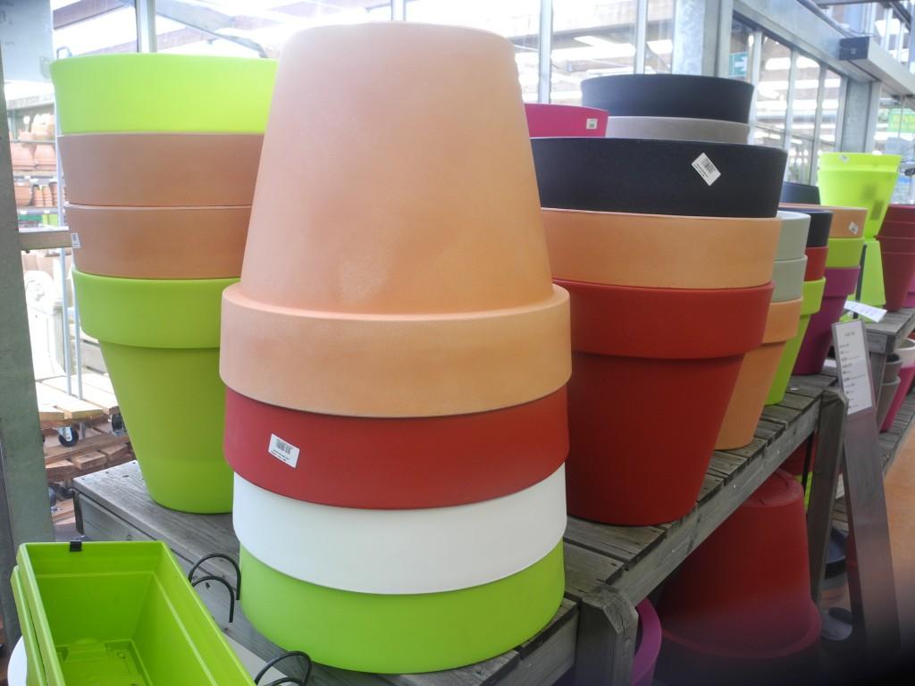 Pots de différentes couleurs